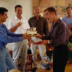誕生日に!内緒で大勢友達を呼んでサプライズパーティー
