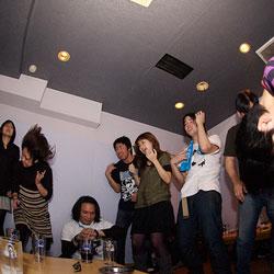 カラオケで誕生日パーティー!簡単に出来るお祝いサプライズ