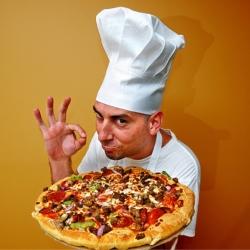 パーティーで盛り上がる!ハート型のピザでサプライズ!