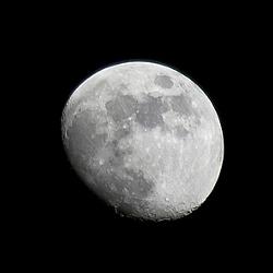 夢のあるサプライズ!意外に安い月の土地をプレゼント!
